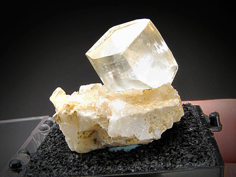 Mineral Specimen Calcite Crystal on Matrix White Pigment Quarry York County Pennsylvania Ex Richard Heck collection For Sale